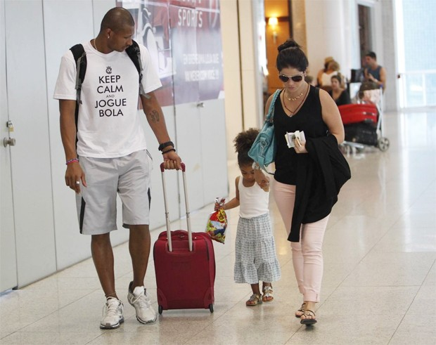 Samara Felippo no aeroporto (Foto: Alice Silva/AgNews)