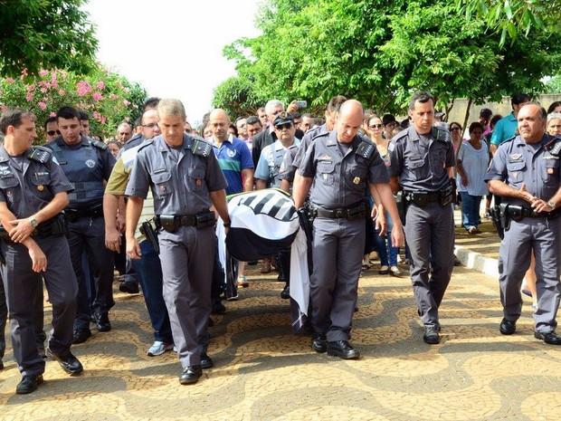 Corpo de policial morto é enterrado em Aguaí (Foto: Sagui Florindo/Gazeta de Aguaí)