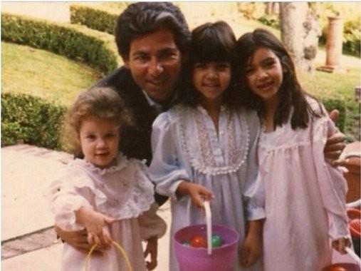 Robert Kardashian e as filhas (Foto: Reprodução/Instagram)