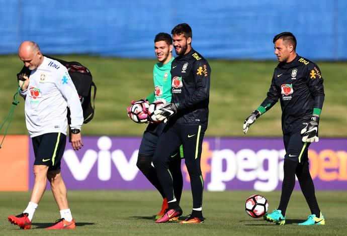 Taffarel, Ederson, Alisson e Diego Costa no treino da seleção brasileira (Foto: Lucas Figueiredo / MoWA Press)