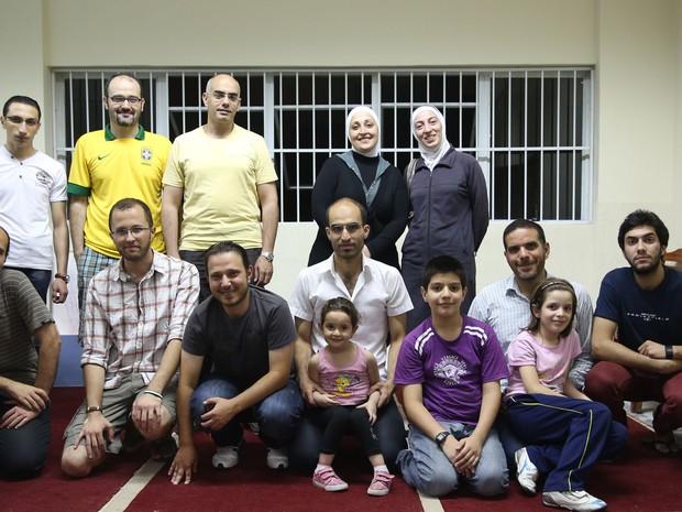 Refugiados sírios na aula de português na Mesquita do Pari (Foto: Gabriel Chaim/G1)