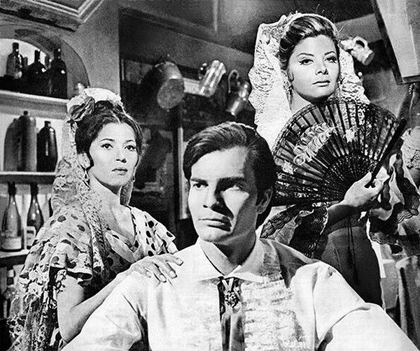 Tarcisio, Thereza Amayo e Glória Menezes na novela de estréia na TV Globo, 'Sangue e Areia', de Janete Clair, 1967 (Foto: Divulgação)