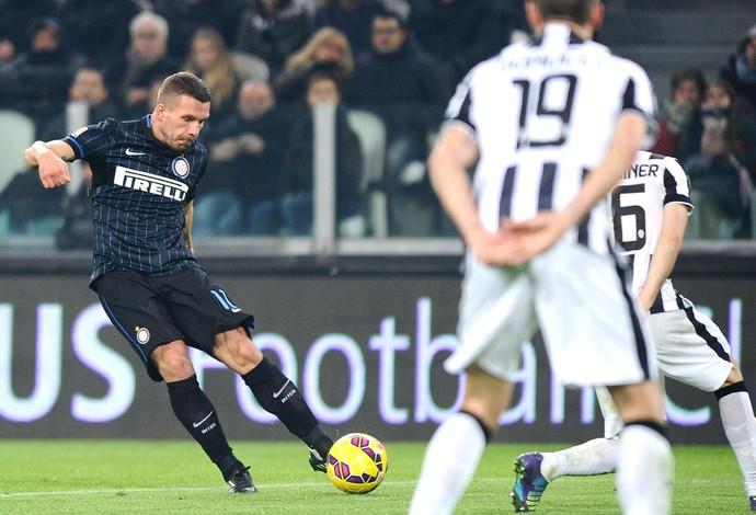 Podolski, Juventus X Inter de Milão (Foto: Agência Reutes)
