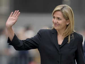 Imagem de arquivo mostra a princesa da Espanha Cristina chegando para assistir funeral do ex-presidente do Comitê Olímpico Internacional em 22 de abril de 2010 (Foto: AFP PHOTO / JOSEP LAGO)