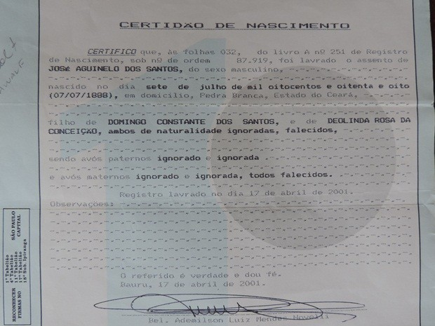 Certidão de José Aguinelo expedida em Bauru (Foto: Alan Schneider/G1)
