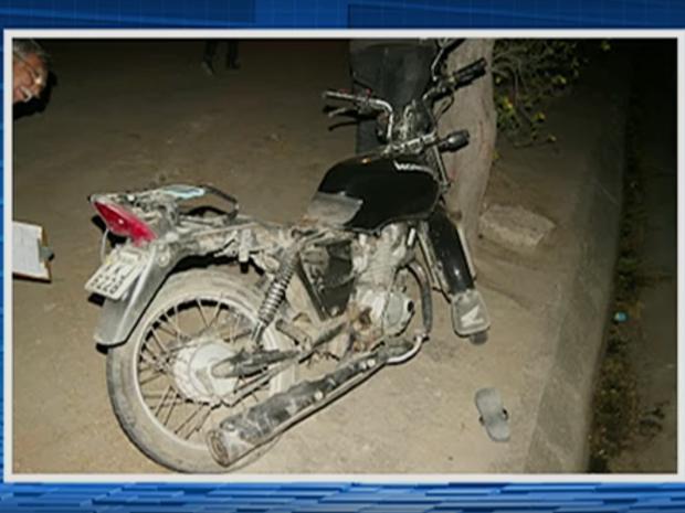 Jovem morreu e casal ficou ferido após o acidente na BR-232, em Caruaru (Foto: Reprodução/TV Asa Branca)