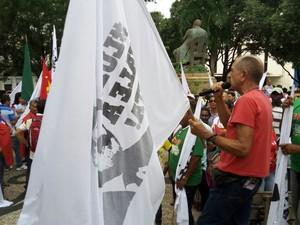 Manifestantes reunidos na Praça João Lisboa, em São Luís (Foto: Danilo Quixaba /Mirante AM)