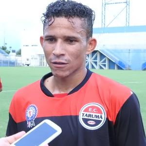 Juninho, atacante do Tarumã (Foto: Marcos Dantas)