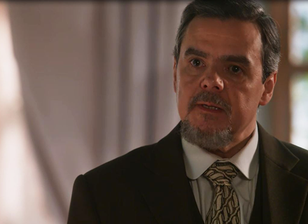 Reinaldo flagra Lucinda criticando seu romance com Eunice