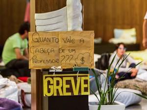 Professores mantém greve e ocupam Assembleia Legislativa nesta quinta-ferira (14), em Florianópolis, Santa Catarina (Foto: Anderson Pinheiro/Agência O Dia/Estadão Conteúdo)