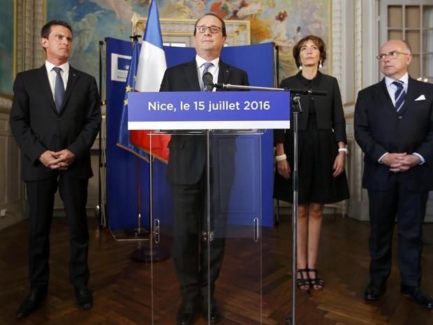 O presidente francês, François Hollande fala aos jornalistas no Palácio Prefectoral o dia após o ataque caminhão Dia da Queda da Bastilha, em Nice (Foto: REUTERS/Eric Gaillard)