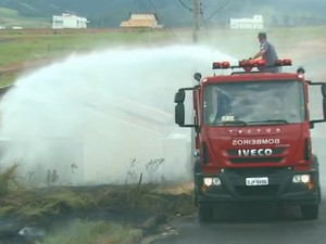 Consumo de água para combater incêndios aumentou 300 % em São João da Boa Vista, SP (Foto: Reprodução/EPTV)