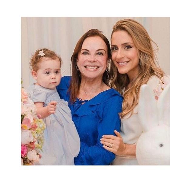 Carol Buffara com sua mãe e a filha Maria Julia  (Foto: Reprodução Instagram)