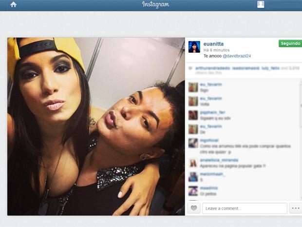 Foto publicada por Anitta no Instagram ao lado do produtor e repórter David Brazil (Foto: Reprodução / Instagram Anitta)