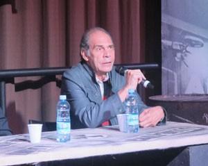 Carlos Seidl, a voz do 'Seu Madruga', esteve no lançamento brasileiro do novo 'Call of Duty' (Foto: Gustavo Petró/G1)