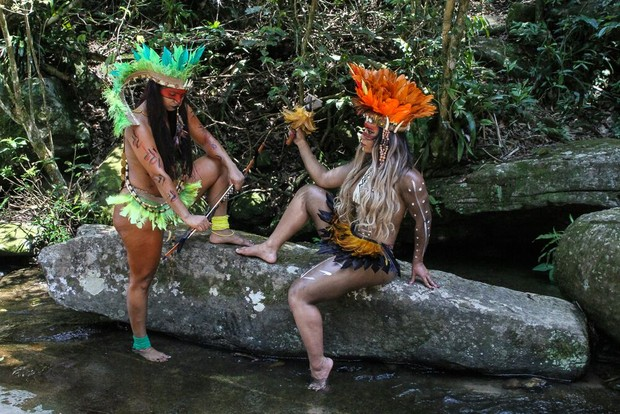 Raíssa de Oliveira e integrantes da Beija-Flor (Foto: Divulgação/ Júlio Ricardo da Silva)