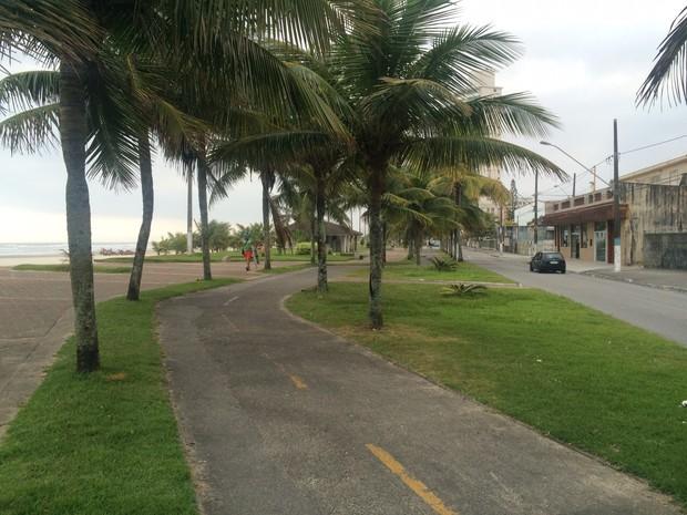 Crime aconteceu na ciclovia da praia no balneário Maracanã (Foto: Solange Freitas / G1)
