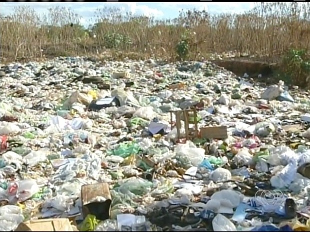 Lixão em Formoso do Araguaia (Foto: Reprodução/TV Anhanguera)