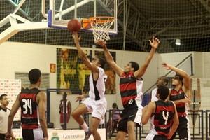 Ataque do Sport marca mais um diante do Vitória-BA (Foto: LC Moreira/LNB)