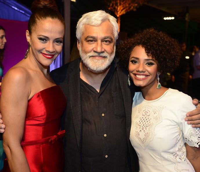 Paulo Halm ao lado de Aline Borges e Jéssica Ellen (Foto: Renato Rocha Miranda/Globo)