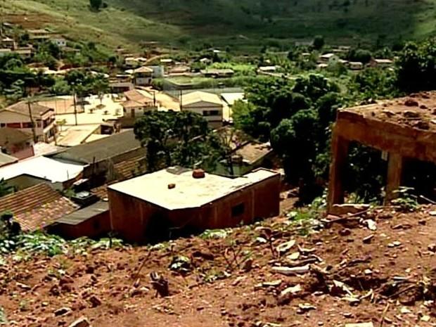 Estragos atingiram diversas famílias e tranformaram a cidade. (Foto: Reprodução/TV Gazeta)