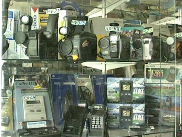 Produtos fabricados no PIM eram vendidos no Centro de Manaus em 1995 (Foto: Reprodução/Rede Amazônica)