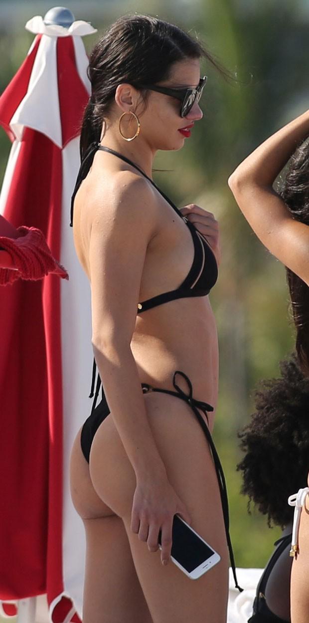Adriana e suas formas perfeitas (Foto: AKM-GSI)