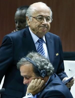 Joseph Blatter e Michel Platini banidos pela Fifa (Foto: Reuters)