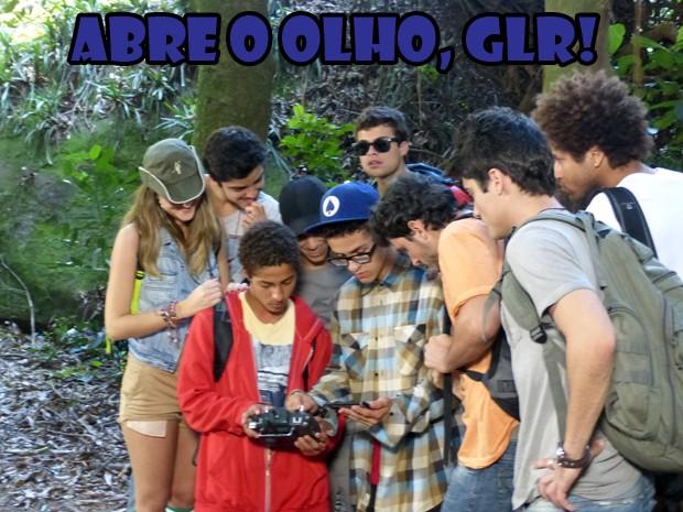 Orelha mostra a sua invenção para encontrar a Lia (Foto: Malhação/TV Globo)