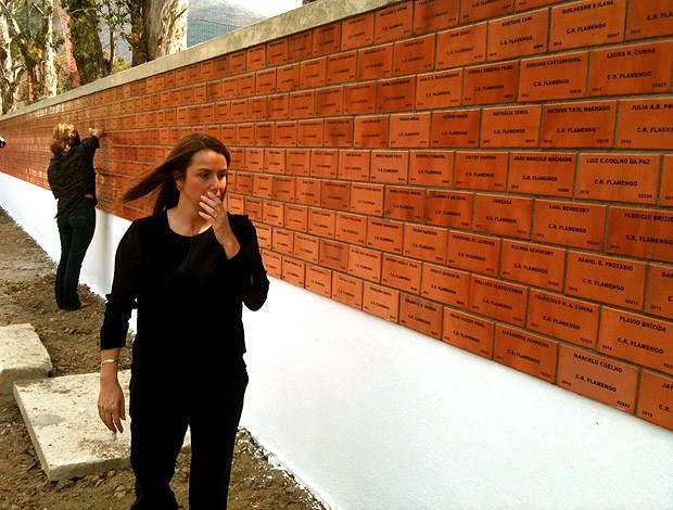 Patrícia Amorim Flamengo muro tijolinhos  (Foto: André Durão / Globoesporte.com)