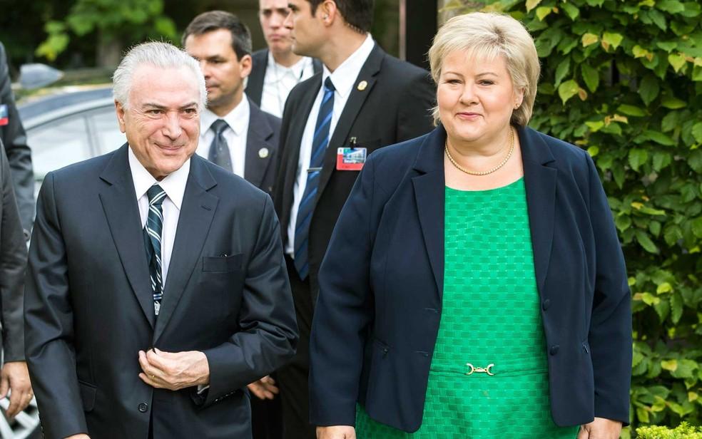 O presidente Michel Temer se encontrou com a primeira-ministra da Noruega, Erna Solberg, em Oslo.  (Foto: Håkon Mosvold Larsen / NTB scanpix / AFP Photo)