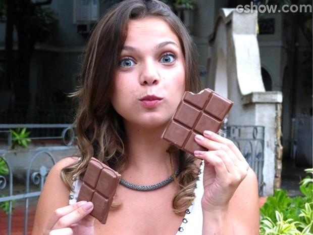 A atriz se define como uma 'chocólatra assumida' (Foto: Malhação / TV Globo)