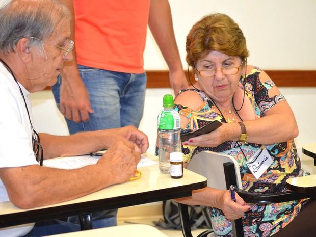 Objetivo do projeto é familiarizar os idosos com uso de aplicativos  (Foto: Carol Malandrino/G1)