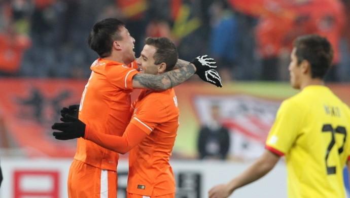 Montillo comemora seu gol pelo Luneng (Foto: Sina.com)