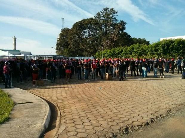 Vandalismo contou com a participação de 1 mil mulheres (Foto: Cláudio Nascimento/ TV TEM)