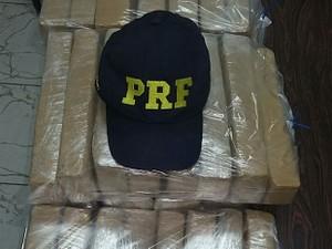 PRF apreende maconha na Fernão Dias (Foto: Divulgação/ PRF)