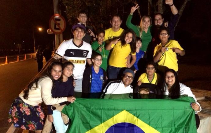Torcida Seleção Brasileira Desembarque (Foto: Thiago Lavinas)