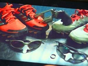Adolescentes de quadrilha postam foto de arma na rede social (Foto: Reprodução EPTV)
