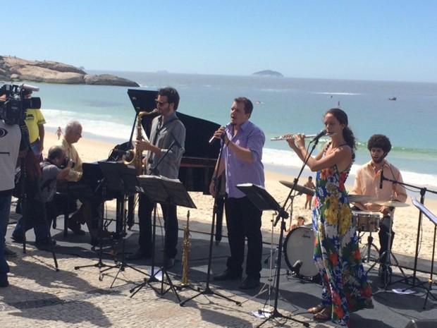 Sexteto Terra Brasilis, escolhido pela família do compositor, se apresentou para o público (Foto: Alba Valéria Mendonça/G1)