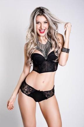 Ex-BBB Tatiele Polyana posa sensual para revista (Foto: Wesley Tesshi/ CM Midia/ Divulgação)