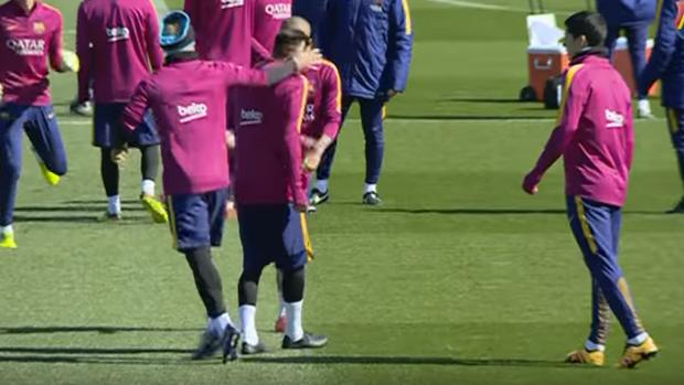 BLOG: Mascherano provoca Neymar durante treino do Barça e depois recebe o troco