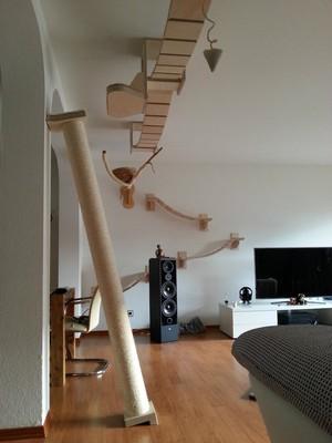 """O """"playground para gatos"""" não compromete espaço dos móveis (Foto: Divulgação)"""