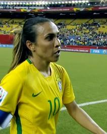 Marta dribla o preconceito e cresce no futebol