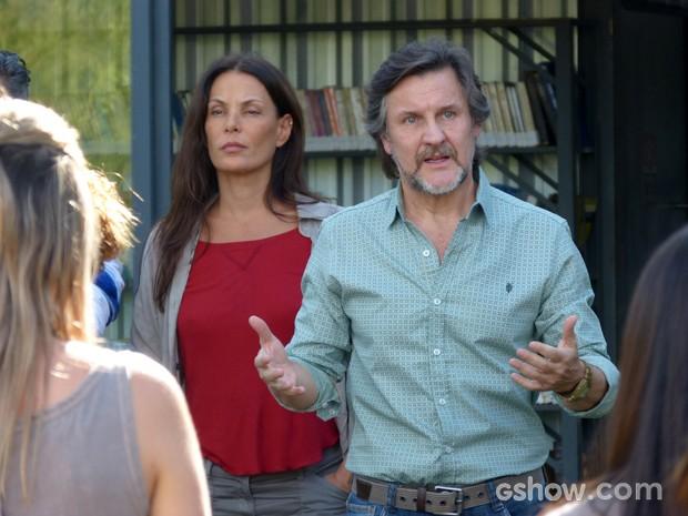 LC discursa para a Comunidade e diz que errou ao criticar Tereza e Hermes (Foto: Além do Horizonte/TV Globo)
