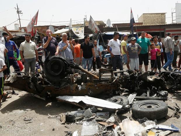 Carro explodiu perto de mercado em bairro xiita de Bagdá, no Iraque, nesta quarta-feira (11) (Foto: Wissm al-Okili / Reuters)