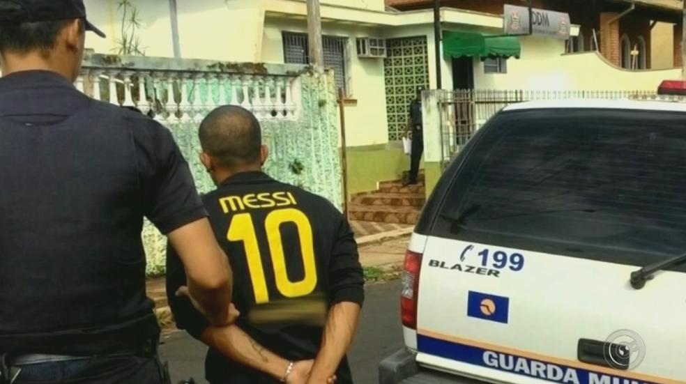 Suspeito foi preso por agredir namorada de 13 anos em Botucatu (Foto: Aconteceu Botucatu/Divulgação)