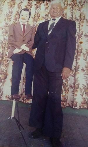 José Xavier com boneco 'Seo' Caviloso (Foto: Arquivo Pessoal)