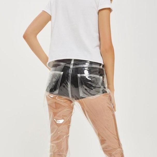 Calça jeans de plástico faz sucesso e esgota em vendas (Foto: Divulgação)