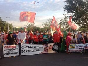 Manifestação contou com apoio de deversos movimentos sociais e sindicais  (Foto: Jackson Félix/ G1 RR)