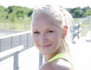 Vanessa Low chama a atenção não só pelo talento, mas também pela beleza (Foto: Reprodução/Facebook)